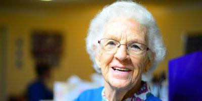 25 originálních dárků pro babičku nejen k narozeninám