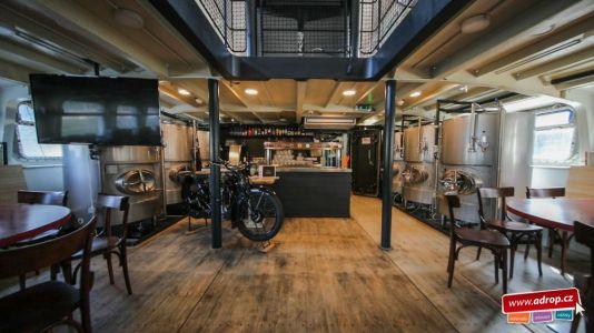 Degustace piva nebo celé degustační menu na lodi Pivovar v Praze