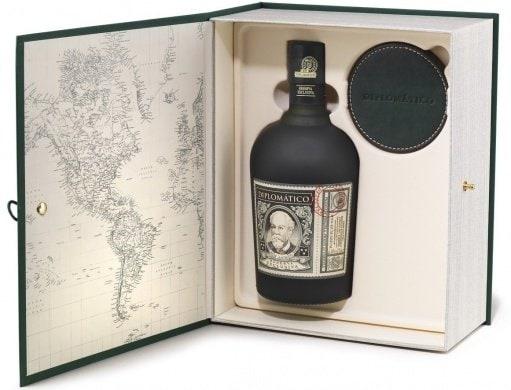 12letý rum vdárkovém balení