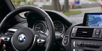 Vychytávky a doplňky do auta – 24 tipů na dárky do auta