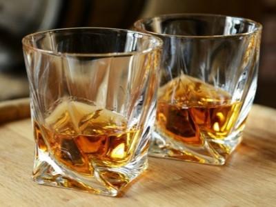 Kvalitní sklenice na šéfův oblíbený drink – dárek vhodný pro kolegu na rozloučenou