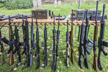 Zážitková střelba aneb dobrodružství na střelnici – adrenalinový dárek pro kolegu