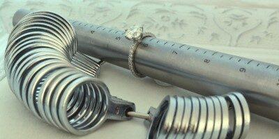 Jak správně měřit velikost snubních a zásnubních prstenů