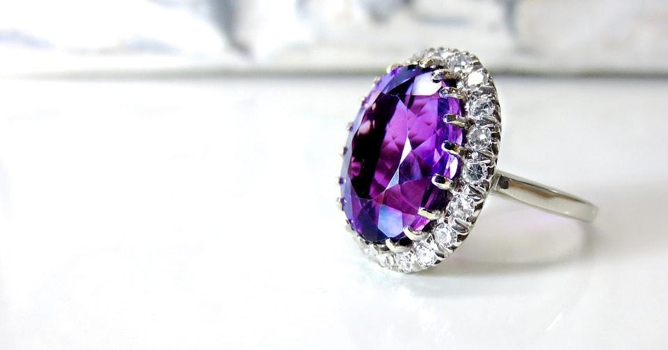 Zásnubní prsten s drahokamem - ametyst