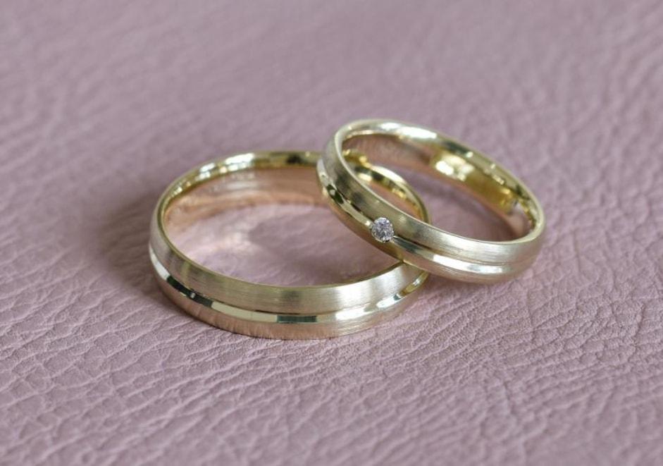 Zlaté snubní prstýnky - ze žlutého zlata